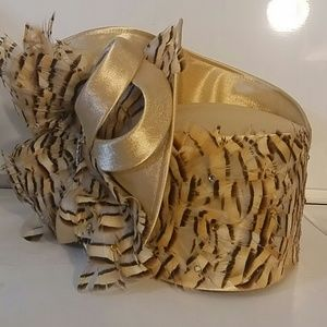 Women's fashion hat. Beige with striped feathers.